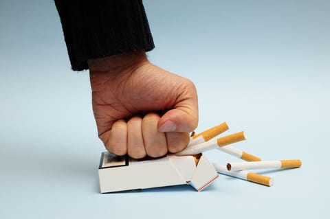 Quitting Smoking Improves Angioplasty Outcome, Study Finds