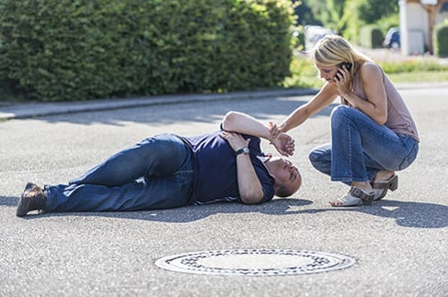 Mobile Devices Alerting CPR-trained Bystanders of Nearby Victims